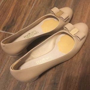 Nude Ferragamo heels in great condition